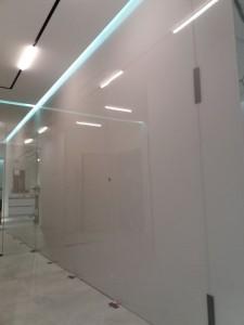 Szklo-technika-panele-lakierowane-korytarz-74363283